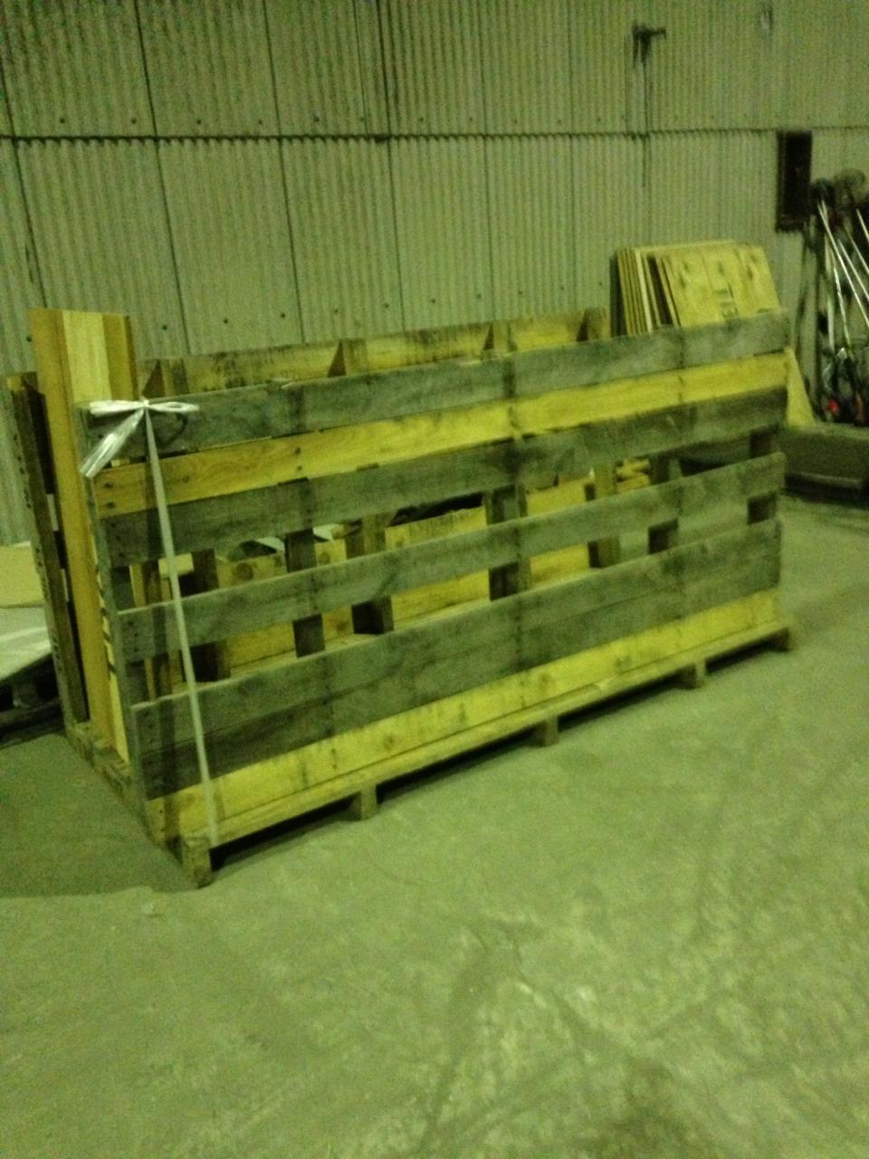 木 板 箱