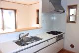 キッチンの換気扇や換気扇フードの油汚れ、ガスコンロの焦げ付き、シンクの水垢などキッチンの頑固な汚れもハウスクリーニングいたします。